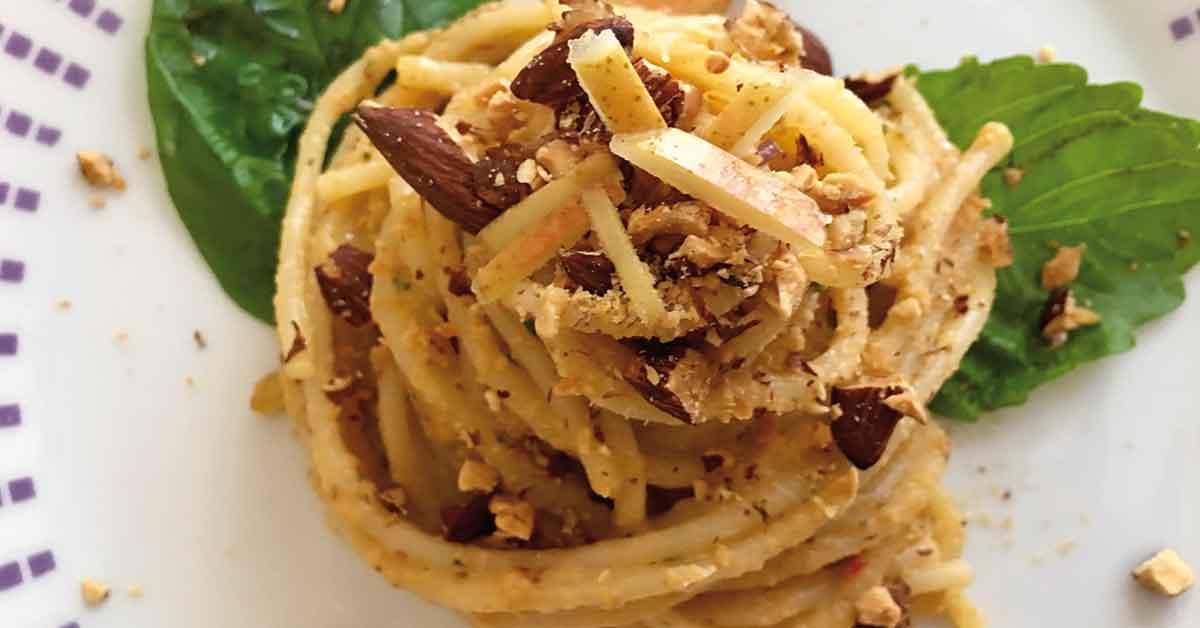pasta-con-cipolla-di-giarratana-e-pere
